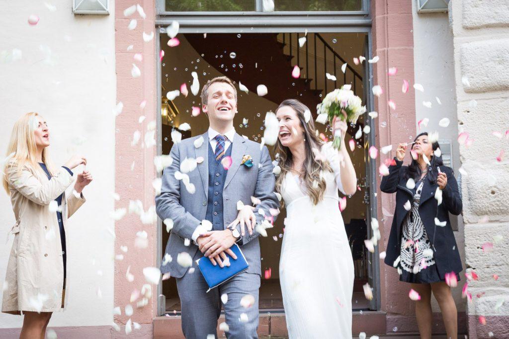 Fotografierende Gäste auf Hochzeiten