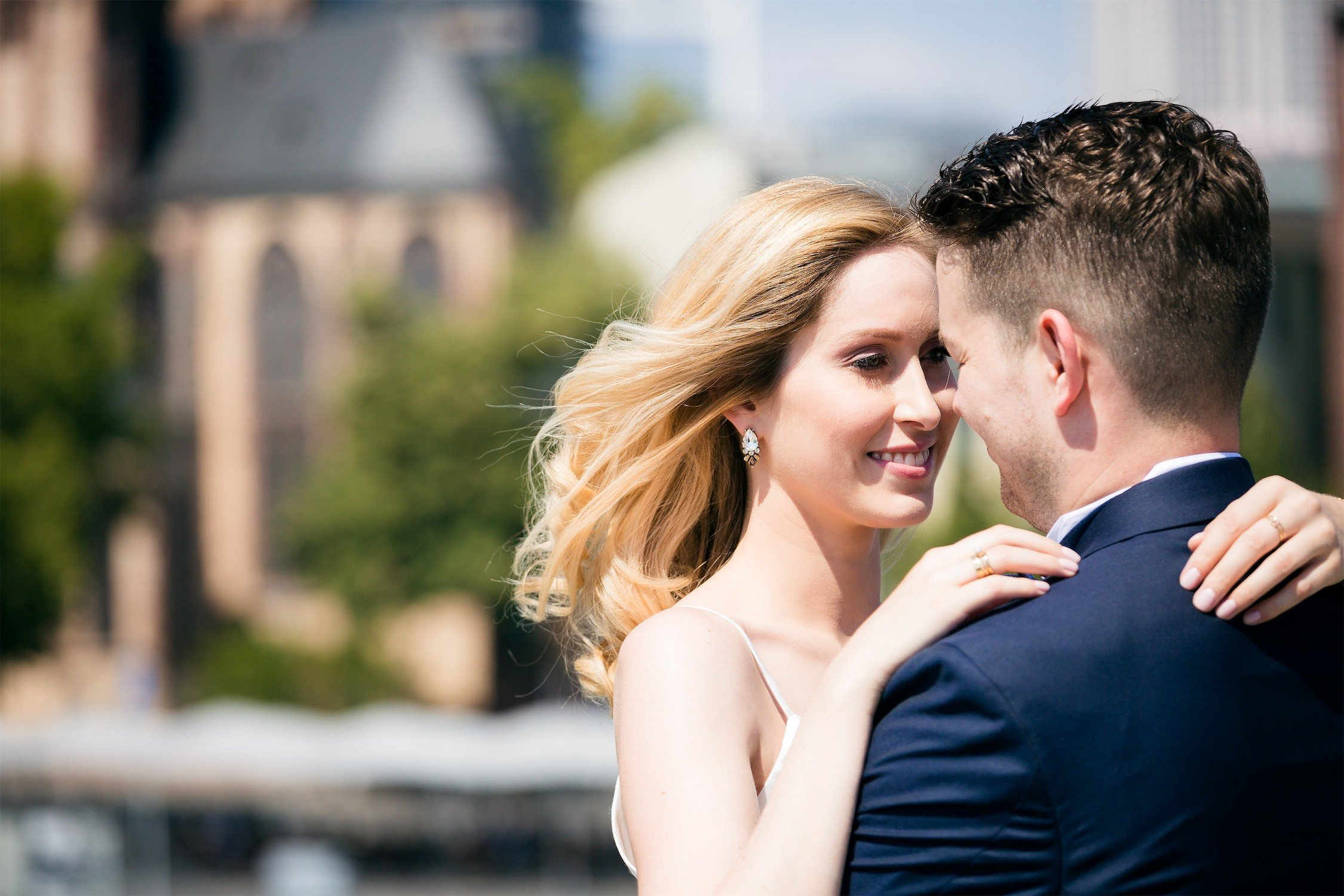 Hochzeitsfotos am Eisernen Steg vor der Feier an Seehotel Niedernberg